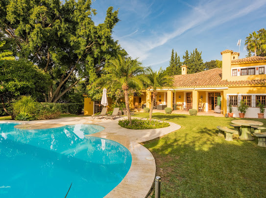 OPPORTUNITY VILLA WITH LARGE PLOT IN EL PARAISO Independent villa located in the area of El Paraiso,,Spain