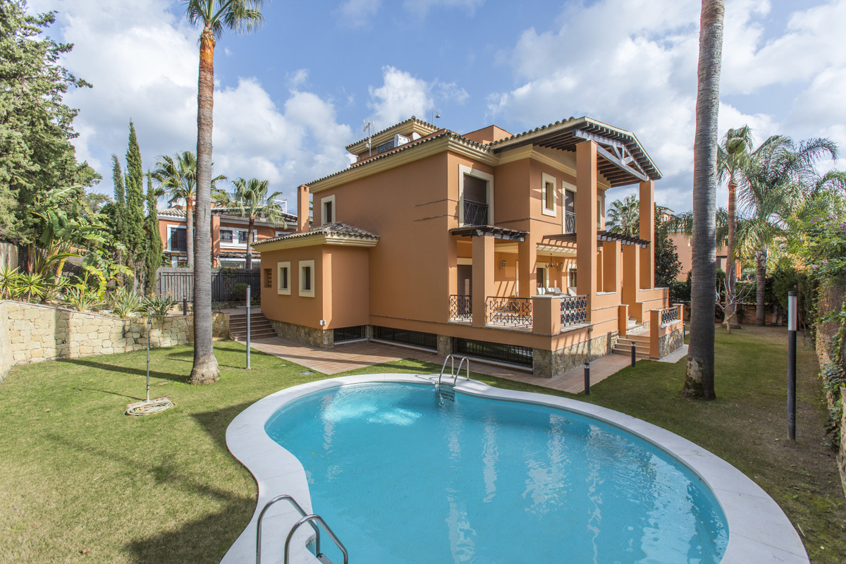 House for sale in Los Monteros