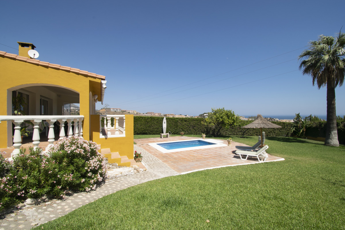 VILLA WITH LARGE PLOT AND SEA VIEWS IN MIJAS Fantastic detached villa with sea views located in the ,Spain