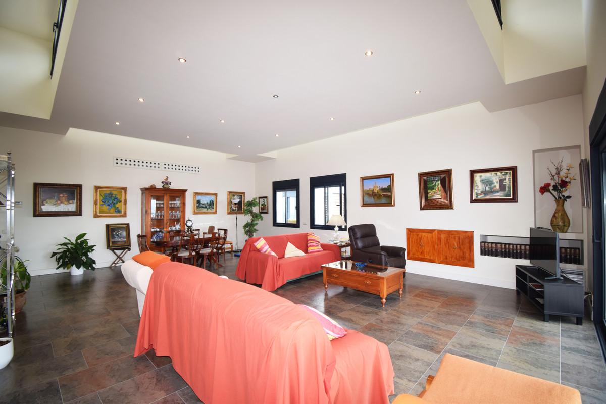 House in Altos de los Monteros R3385039 4
