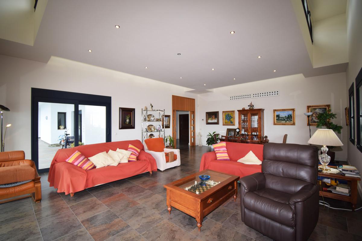 House in Altos de los Monteros R3385039 6