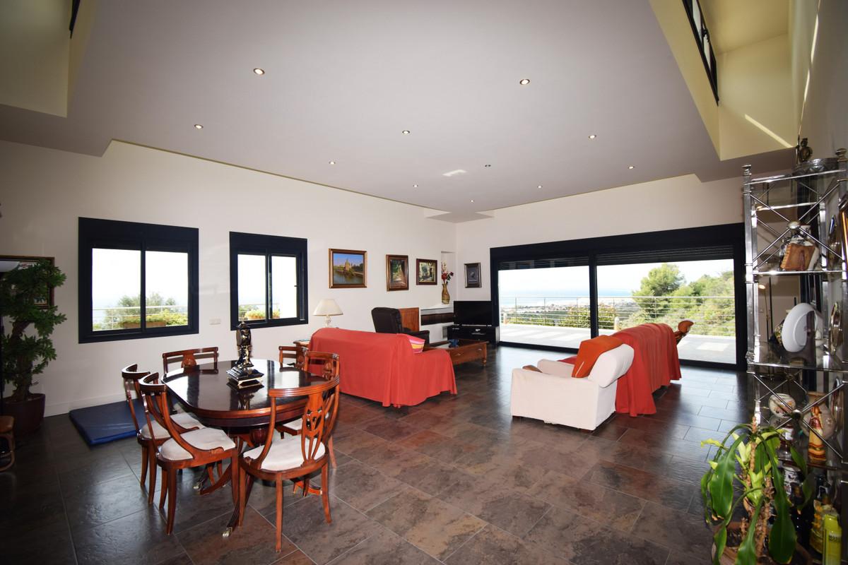 House in Altos de los Monteros R3385039 9
