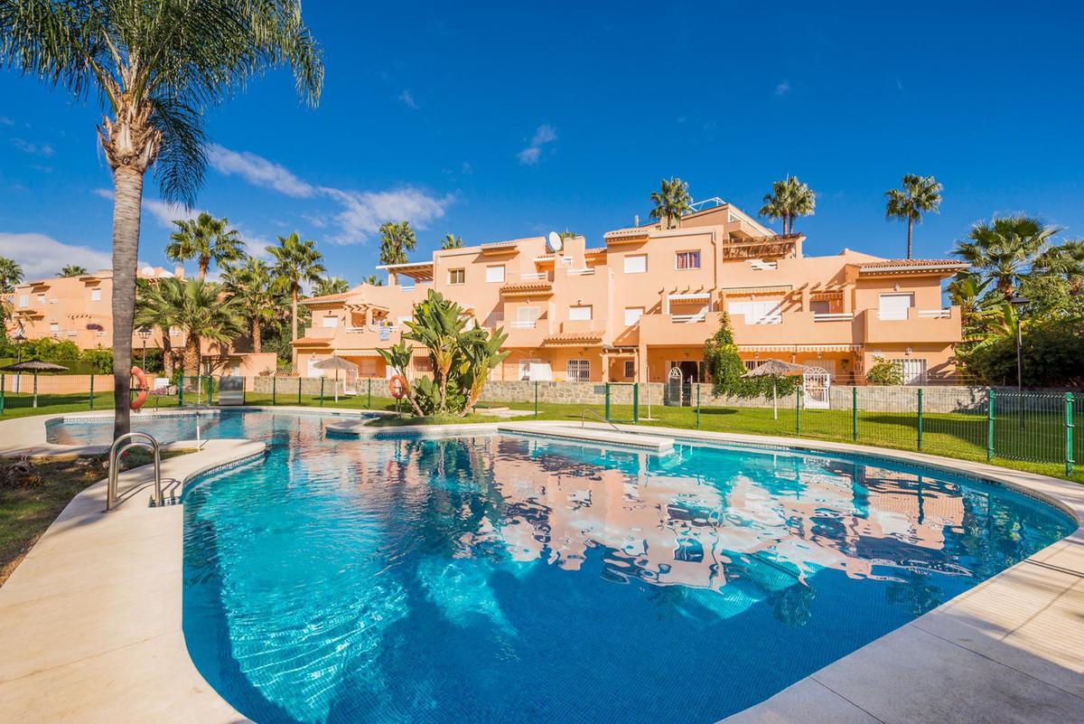 Marbella Banus Apartamento Planta Baja en Venta en Carib Playa – R3277750