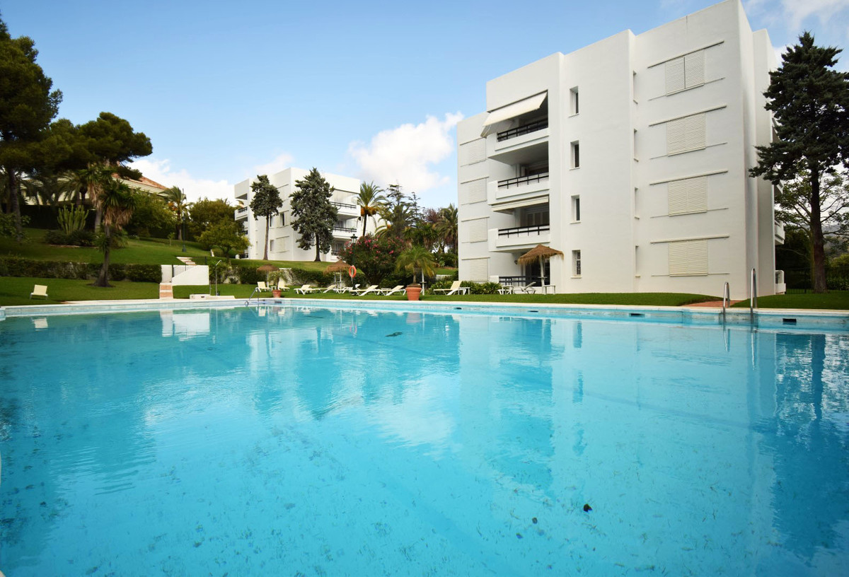 Large property in the area of Los Monteros a few meters from the beach and a few minutes drive from , Spain