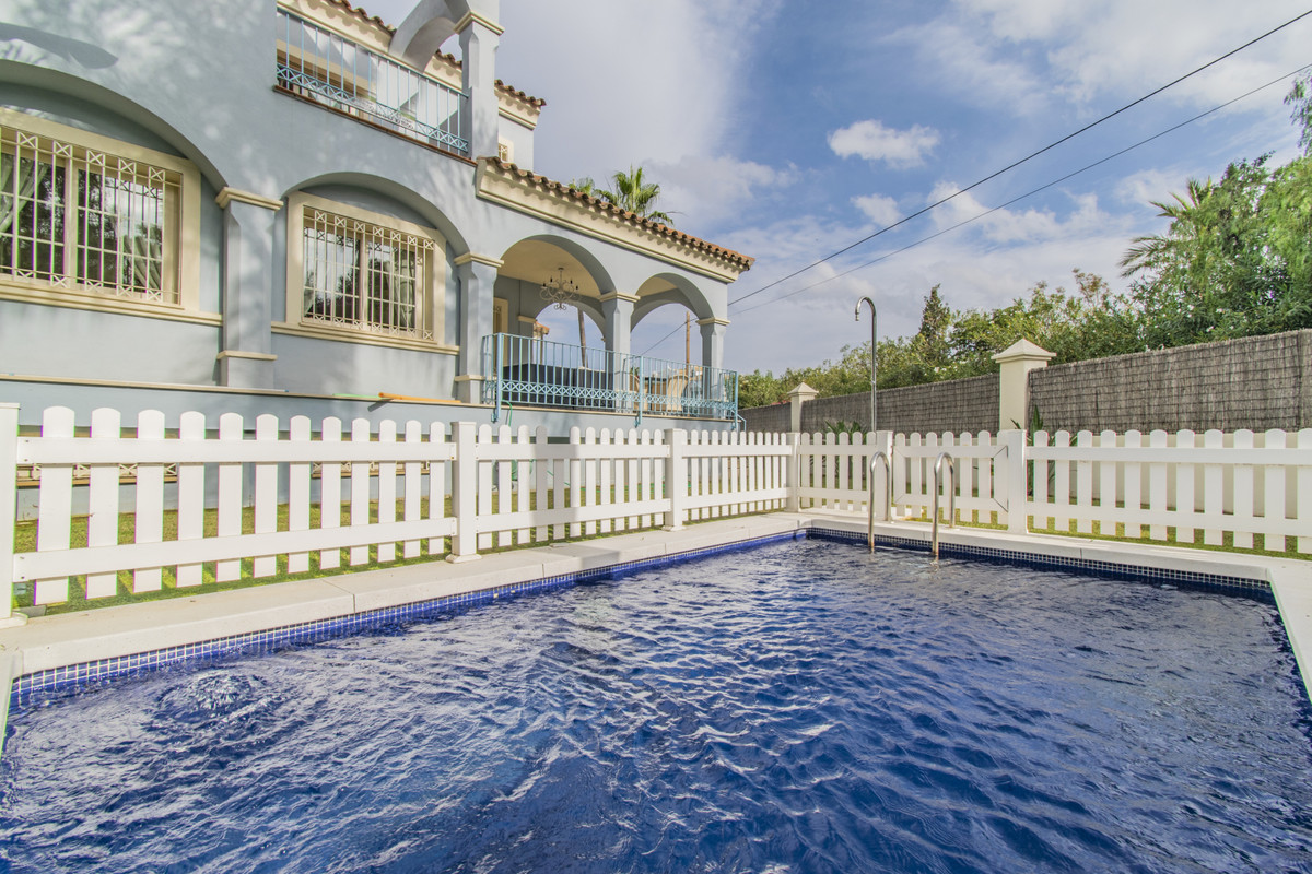 Semi-Detached House for sale in Puerto Banús