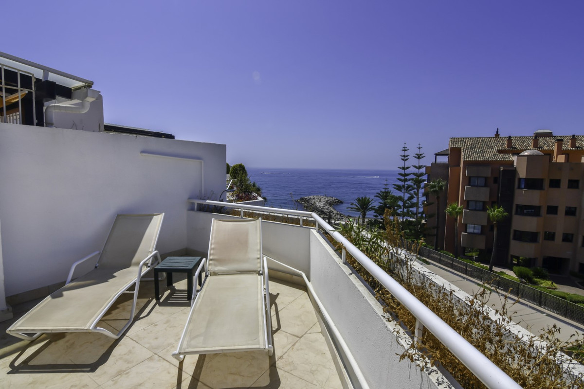 PENTHOUSE - FIRST LINE BEACH WITH SEA VIEWS NEXT TO PUERTO BANUS. Large property located on the beac, Spain