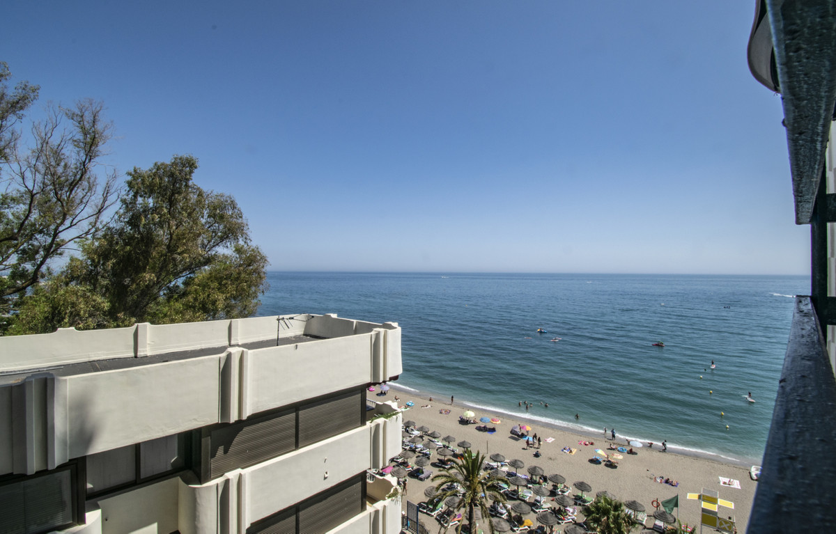 FIRST LINE BEACH IN MARBELLA WITH SEA VIEWS! Excellent apartment on the beachfront with sea views, n, Spain