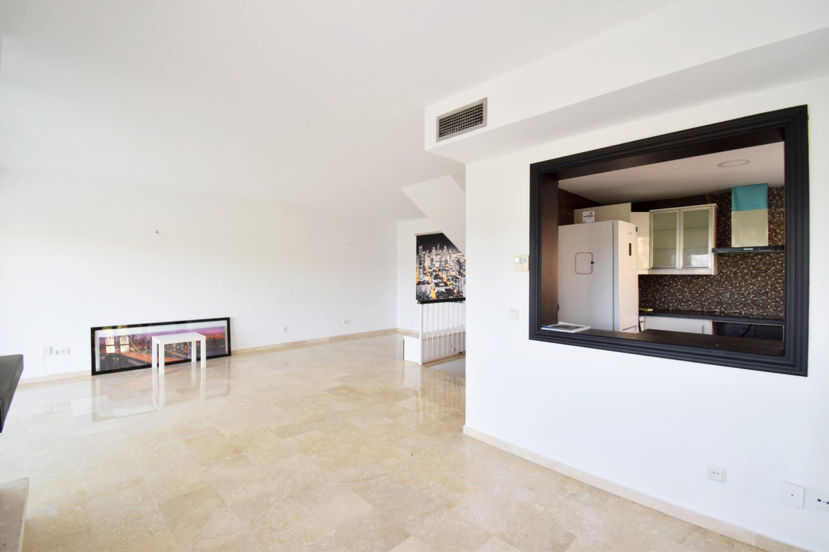 5 Bedroom Semi Detached Townhouse For Sale Nueva Andalucía
