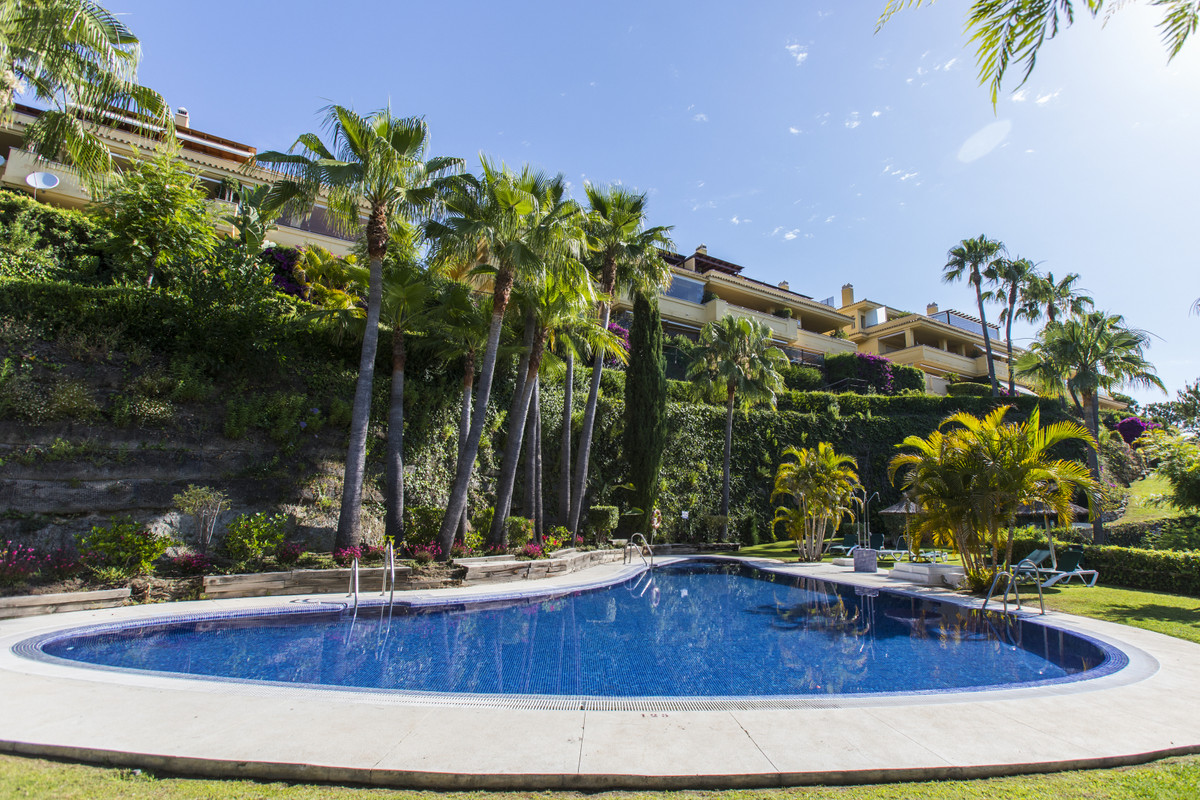 PENTHOUSE WITH SEA VIEWS IN THE BEST AREA OF MARBELLA - SIERRABLANCA Luxurious property located in o, Spain