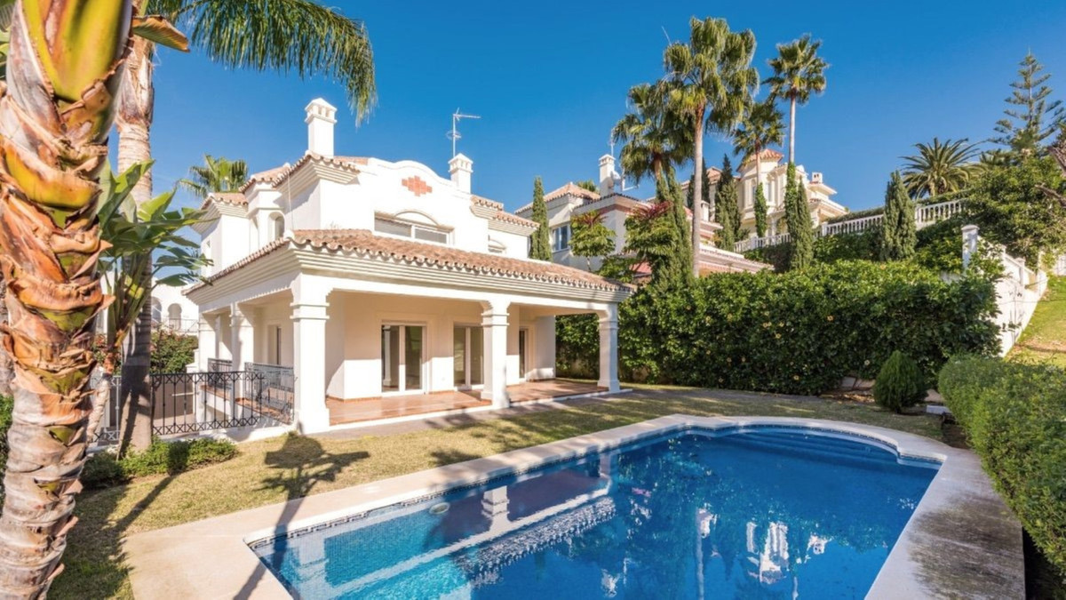 OPPORTUNITY!! BRAND NEW FIRST LINE GOLF VILLA IN GUADALMINA ALTA, REDUCED TO ONLY € 875,000 Excellen,Spain