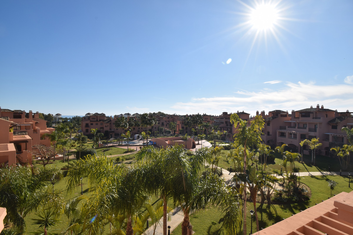 PENTHOUSE IN SECOND BEACH LINE Great property located in the area near of  Guadalmina Baja, second l, Spain