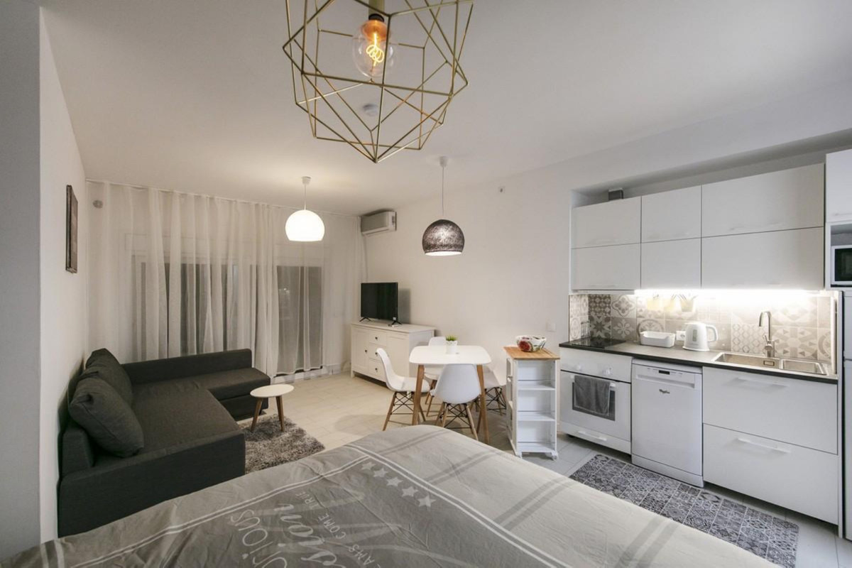 Cozy and quiet studio apartment in scandinavian style. Walking from the beach and amenities. This st, Spain