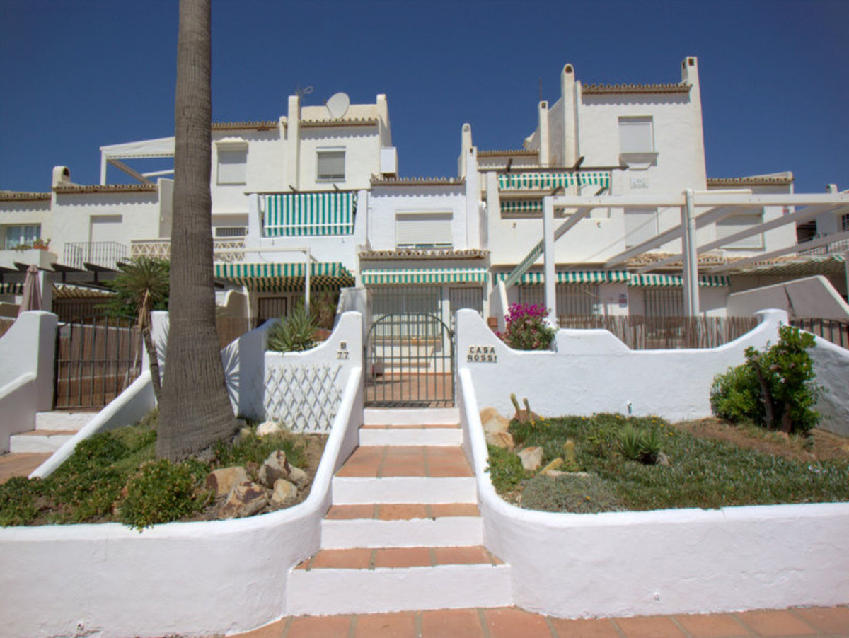 Los Flamencos is a very traditional and established Andalucian Inspired Urbanisation in the heart of,Spain
