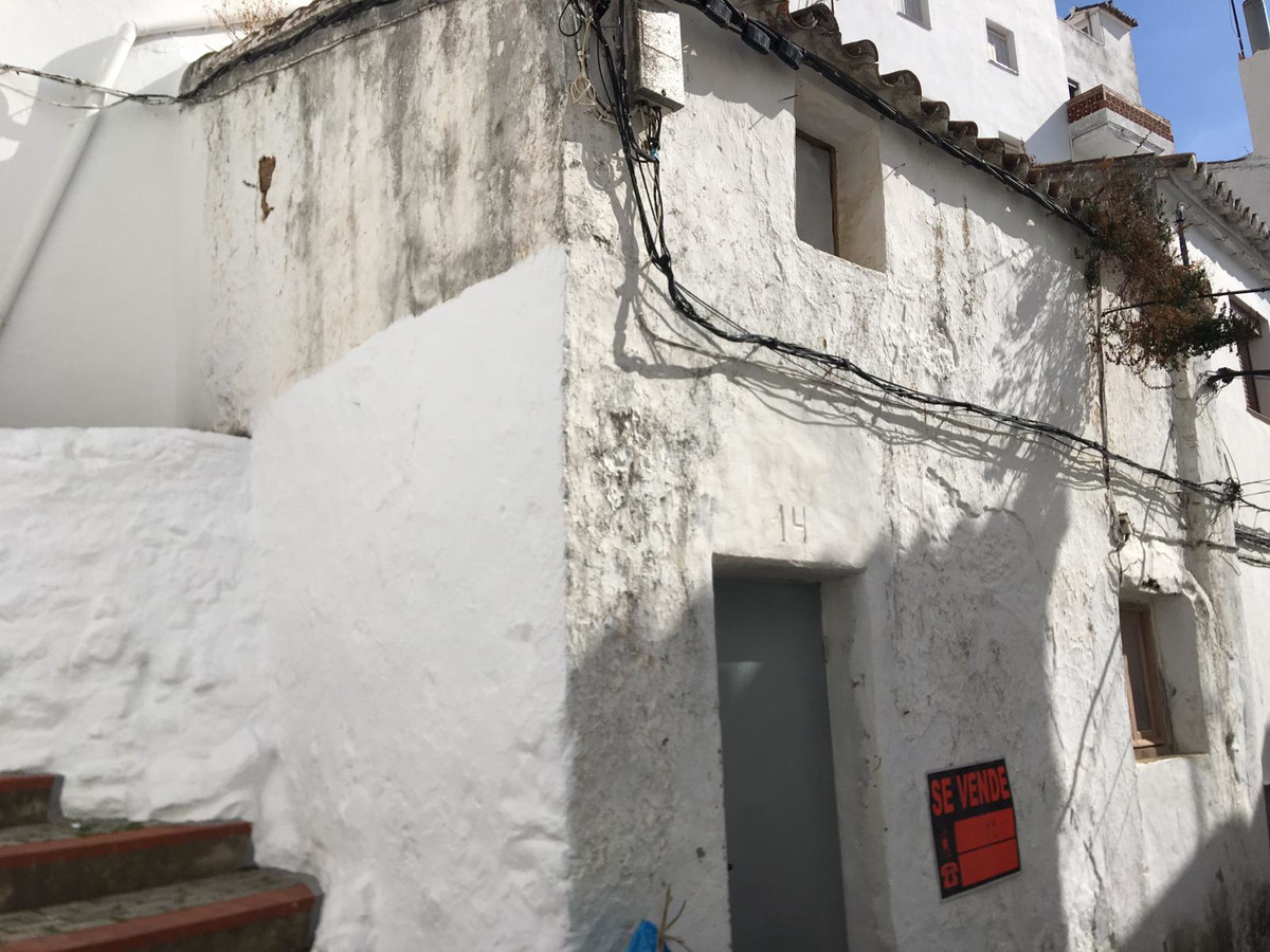 Small town house in the south west corner, very close to the town center, 2 minutes walking. Reform ,Spain
