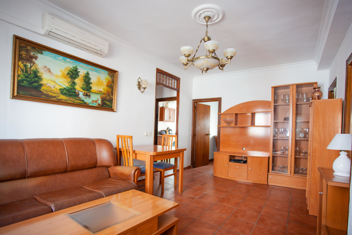 Cheap but good 3 bed apartment in Fuengirola. Close to all amenities, incl school sports centre with,Spain