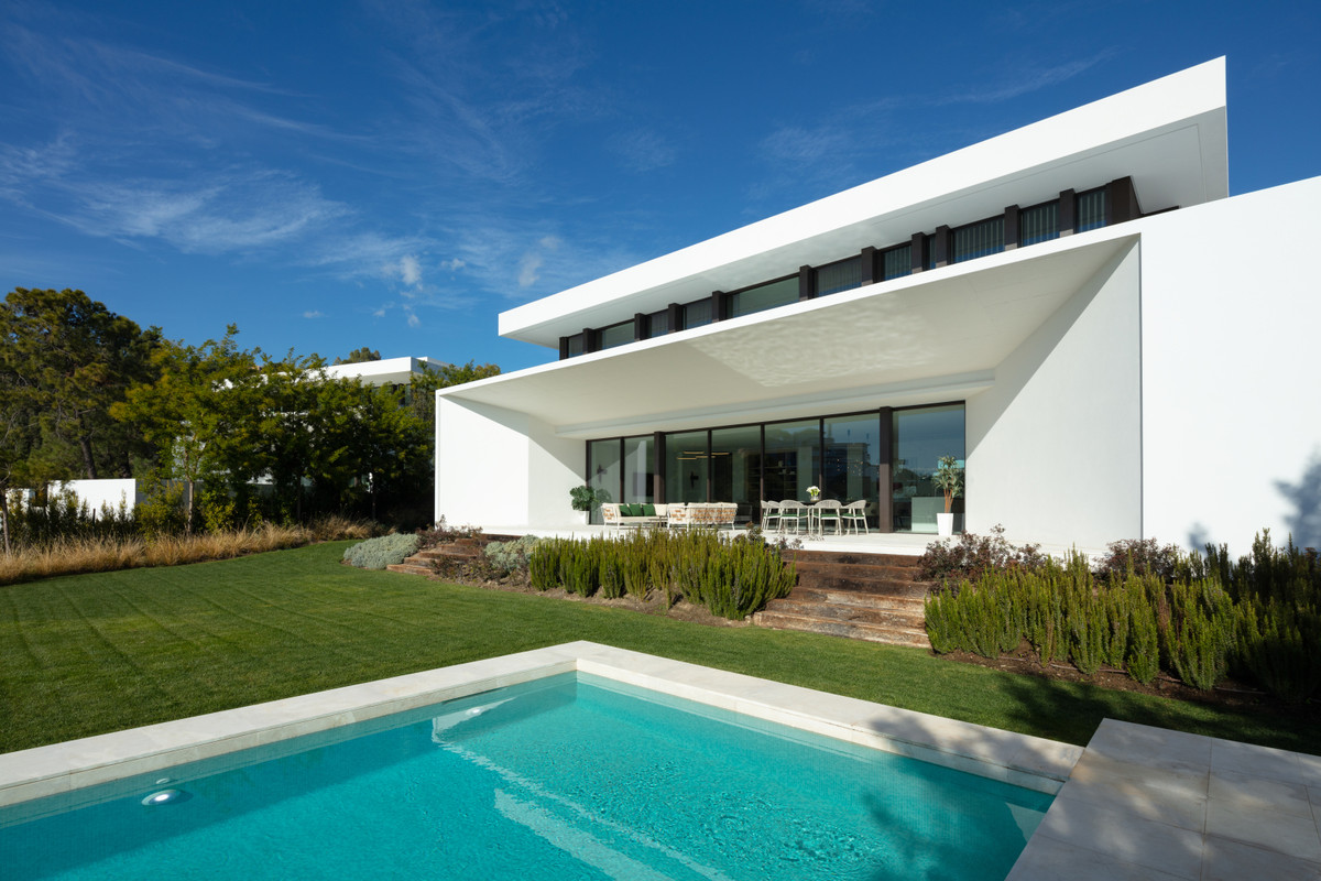 Absolutely stunning these contemporary villas recently built in one of the top area of the coast. Fi,Spain