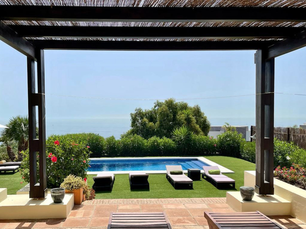 Beautiful beachfront family villa in Manilva with panoramic sea views and private pool! 4 beds, 4 ba,Spain