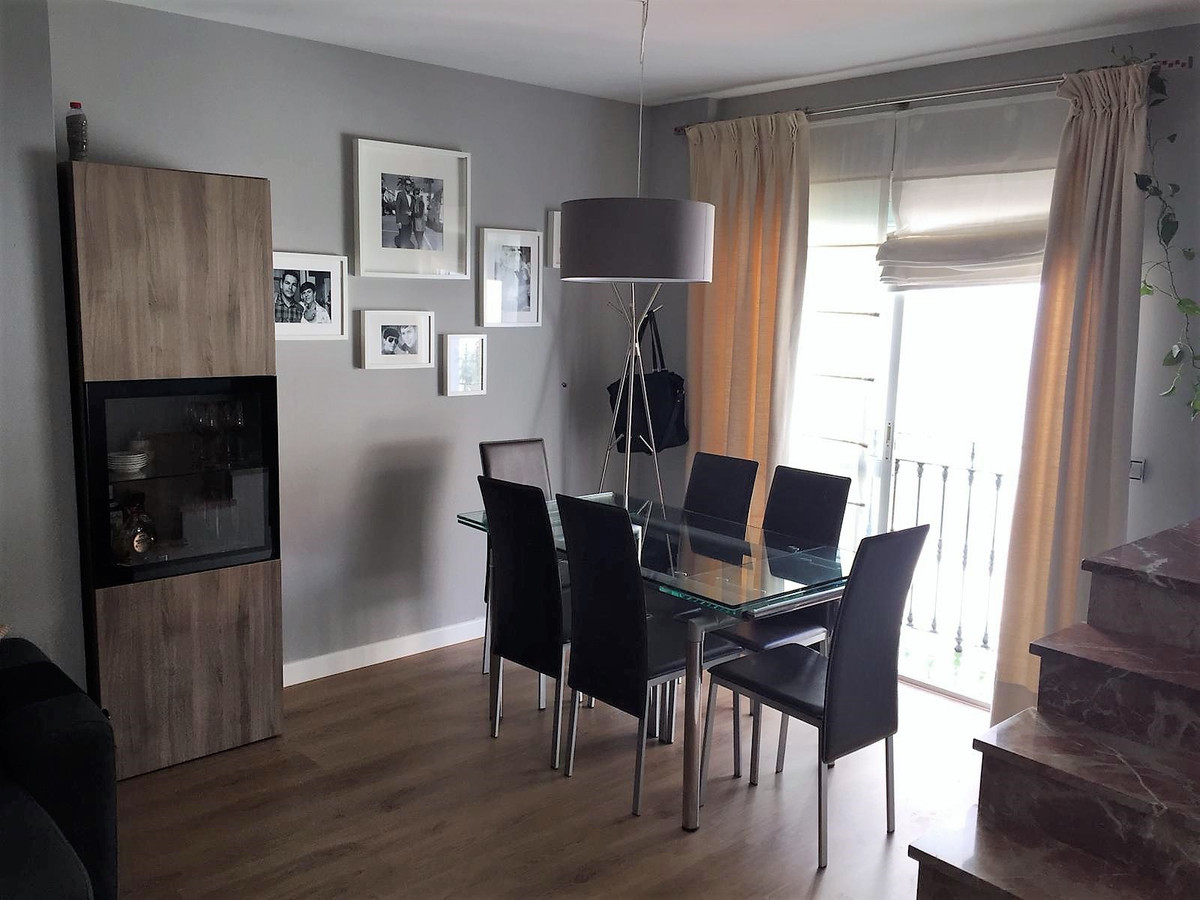 Duplex apartment in San Pedro Alcantara. Completely renovated and in an excellent condition. It has ,Spain