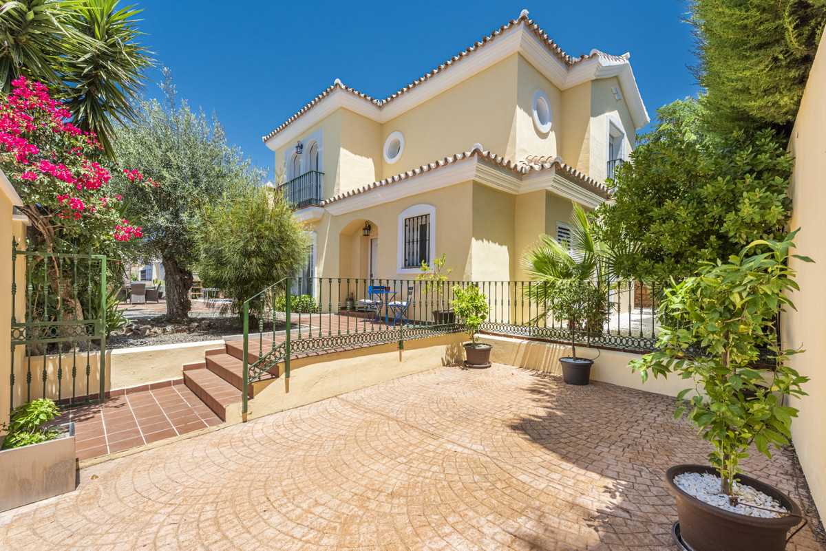 House in Alhaurin Golf R3677144 1