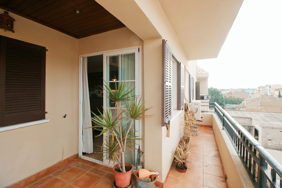 Four-bedroom apartment in Binissalem, the apartment of 97m2 has a 6m2 balcony with views of the vill, Spain
