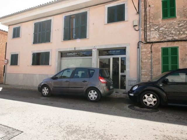 Commercial in Binissalem, on the ground floor a shop or cafe of 80m2 with a basement of 30m2 600? pe,Spain