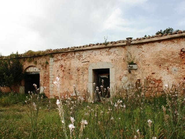 Parcela Son Vert Sencelles, a parcela of 122,422m2 south facing with a stone finca in ruins of 100m2, Spain