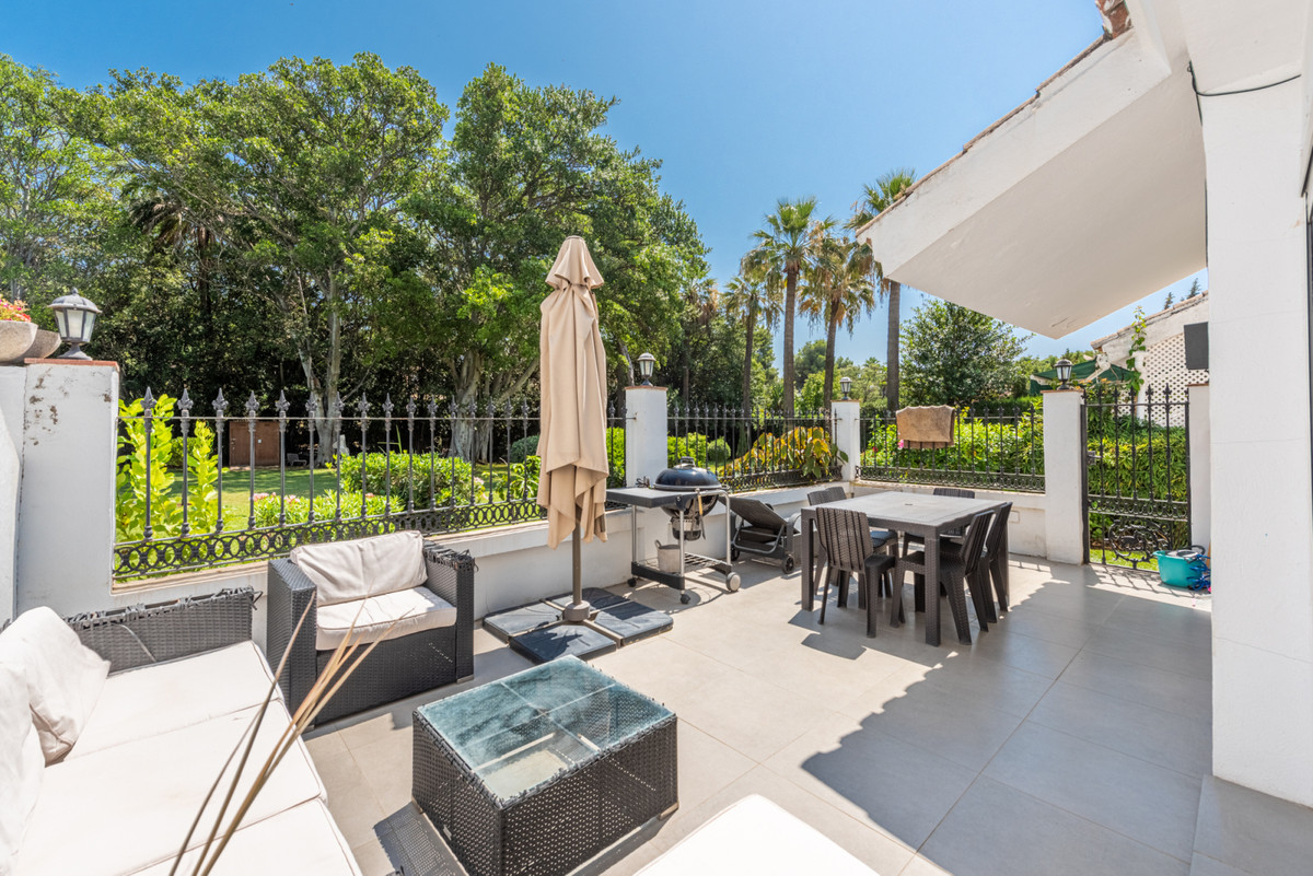 Fully refurbished, Scandinavian style, ground floor apartment in the lower part of Nueva Andalucia, ,Spain