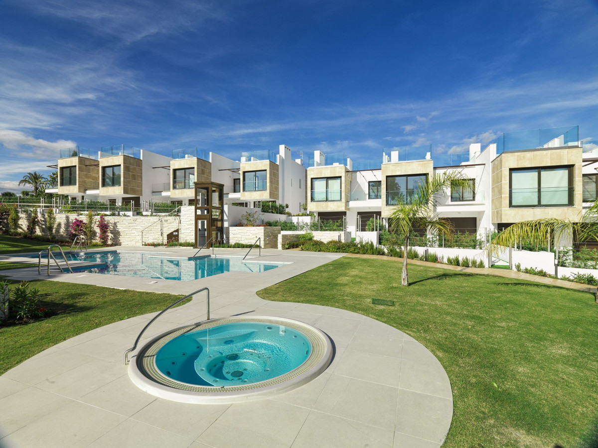 Townhouses in Nueva Andalucía R3455965