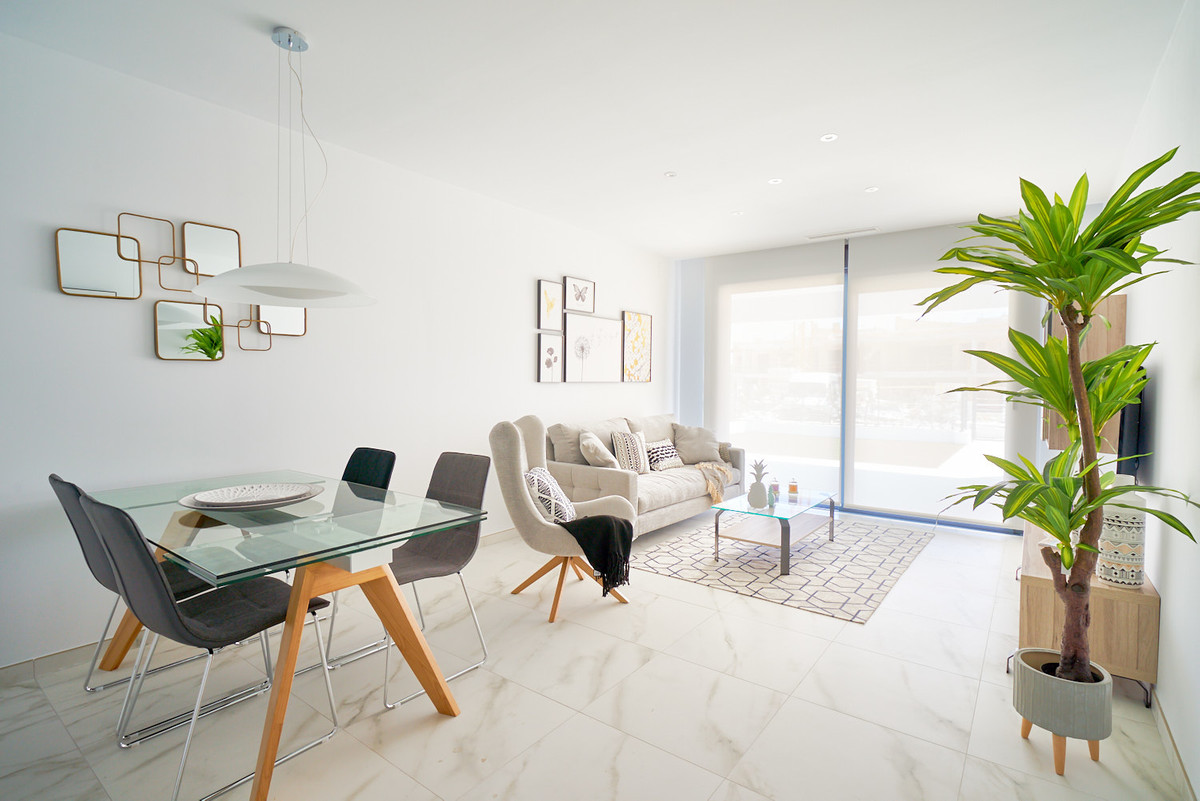 Apartment in Estepona R3468070 11 Thumbnail