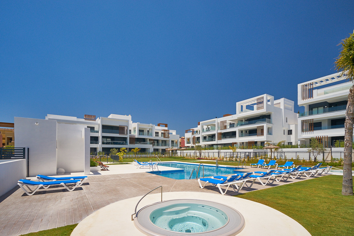 Apartment in Estepona R3468070 2