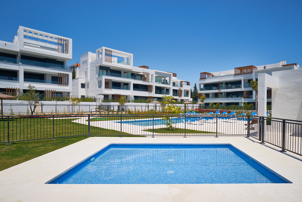 Apartment in Estepona R3468070 3