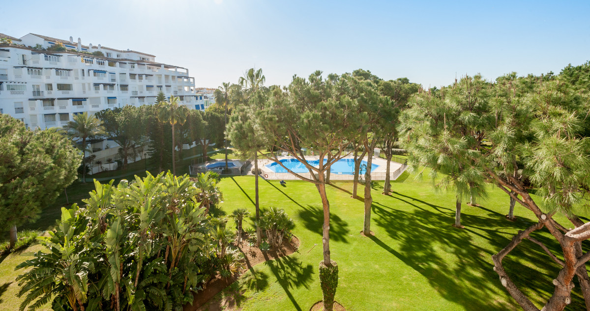 Fabulous apartment in the prestigious Playas del Duque complex, Sevilla building, on the beachfront , Spain
