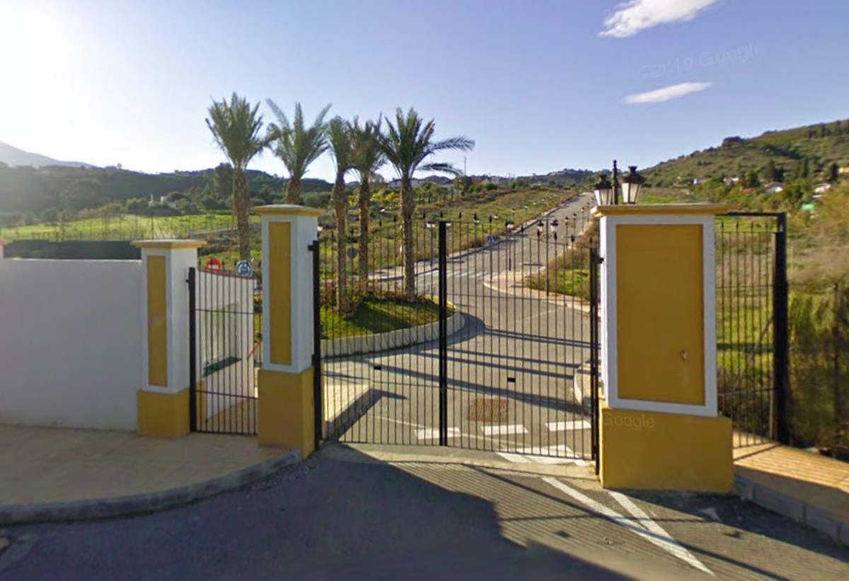 24 PLOTS FOR SALE BETWEEN COIN AND ALHAURIN EL GRANDE AT AN INCREDIBLE PRICE !!  Consolidated urban ,Spain