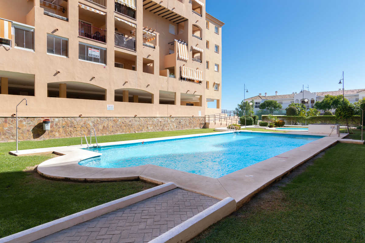 BEAUTIFUL APARTMENT IN FUENGIROLA WITH TERRACE AND POOL. LOS PACOS.  We sell a beautiful apartment w, Spain