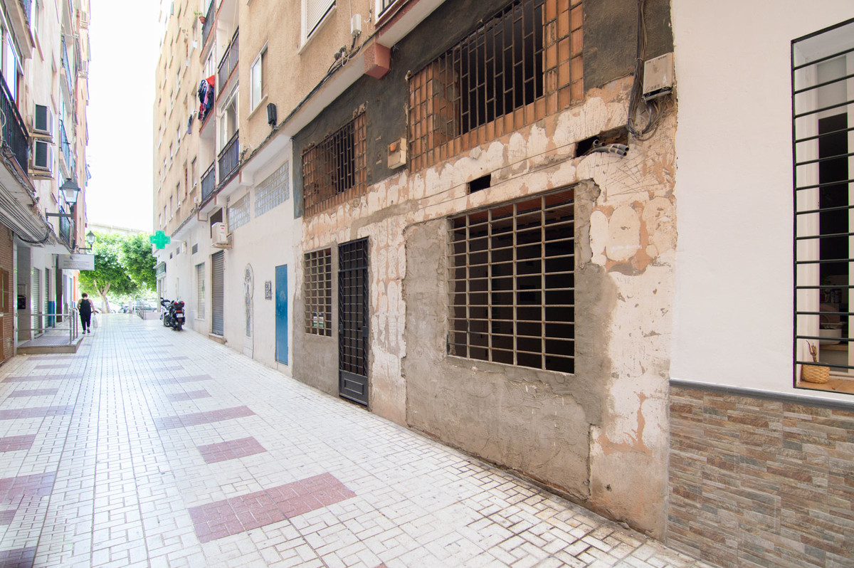 OPPORTUNITY! STUDY IN MALAGA TO REFORM  Studio house for sale located on the ground floor of the La ,Spain