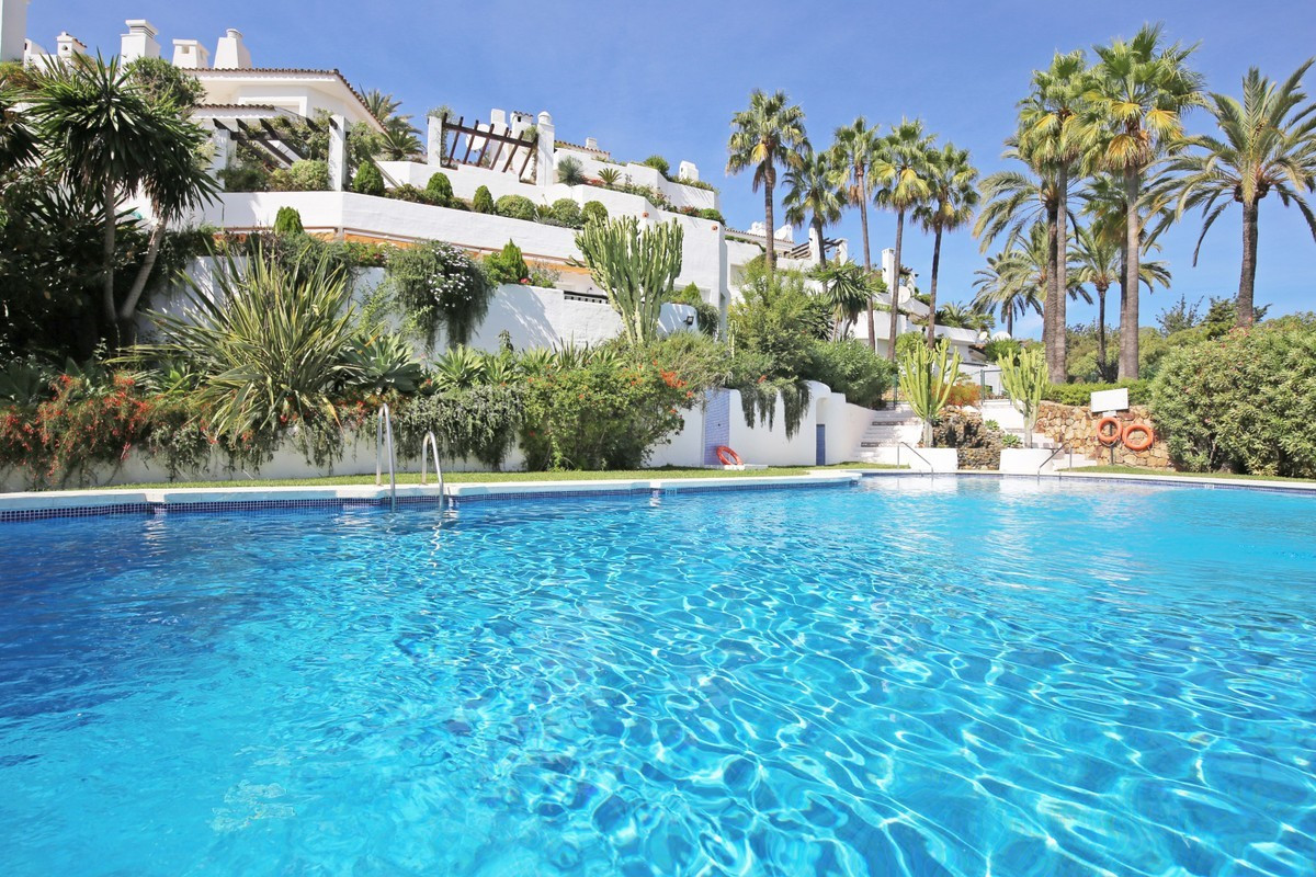 Marbella Banus Adosado en Venta en The Golden Mile – R3703691