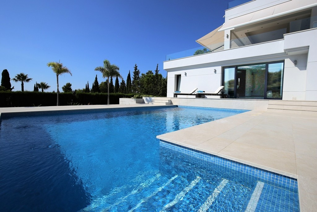 Magnificent four bedroom south facing villa in the gated community Las Merinas; this exclusive commu, Spain