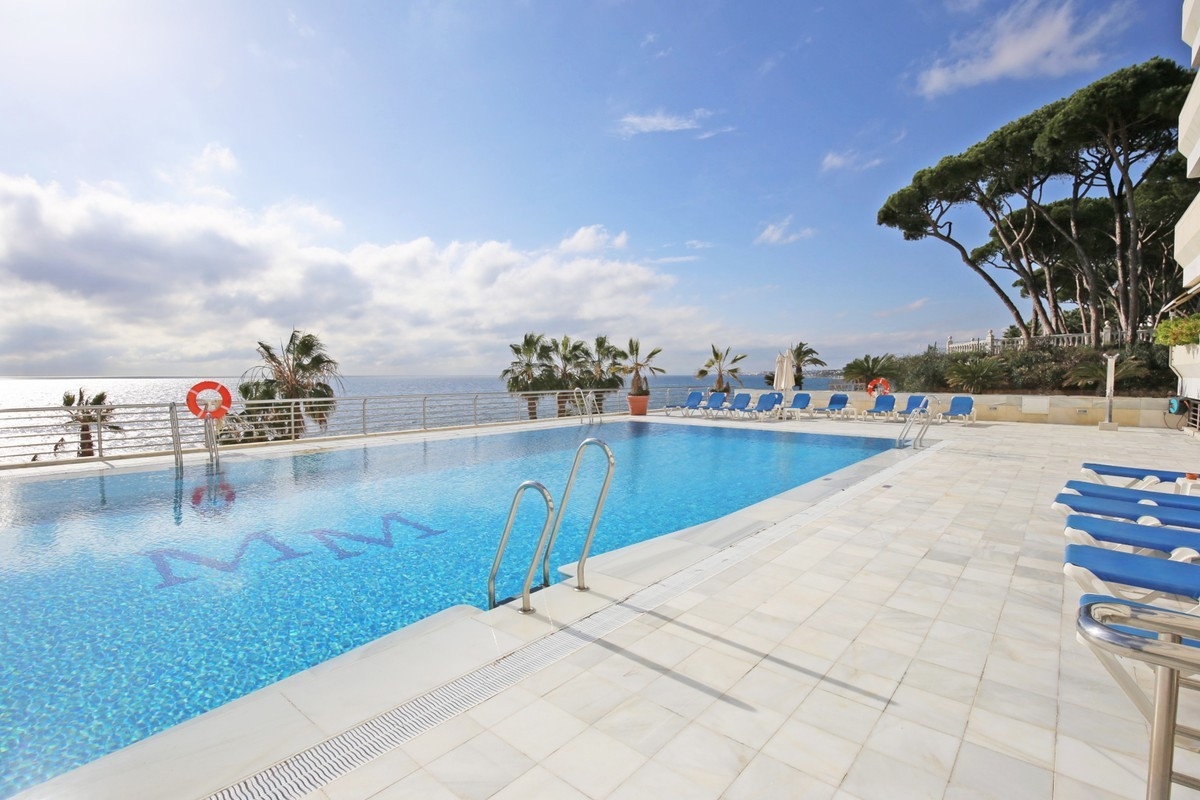Exclusive two bedroom, south west facing apartment on the Golden Mile. This apartment is situated in,Spain