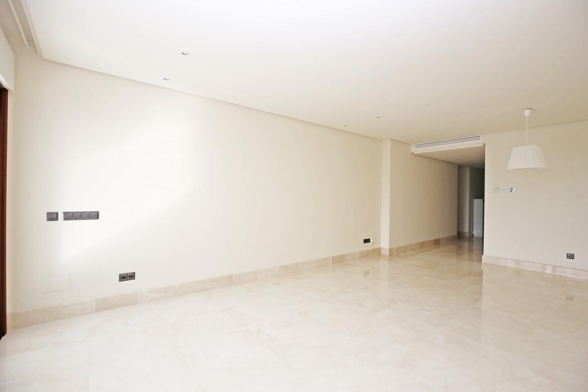 Apartamento Planta Media en Venta en New Golden Mile – R3703994