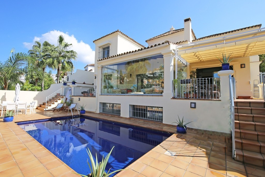 Marbella Banus Villa en Venta en Nueva Andalucía – R3703712