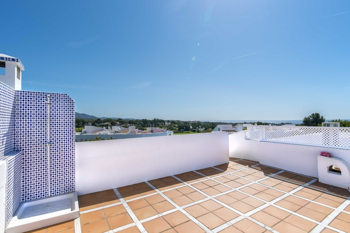 Modern three bedroom, southeast facing corner townhouse in the sought after Aloha Pueblo, just a sho, Spain