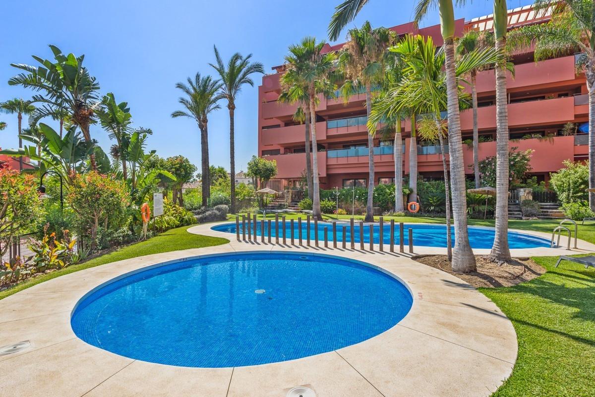 Marbella Banus Apartamento Planta Media en Venta en New Golden Mile – R3703721
