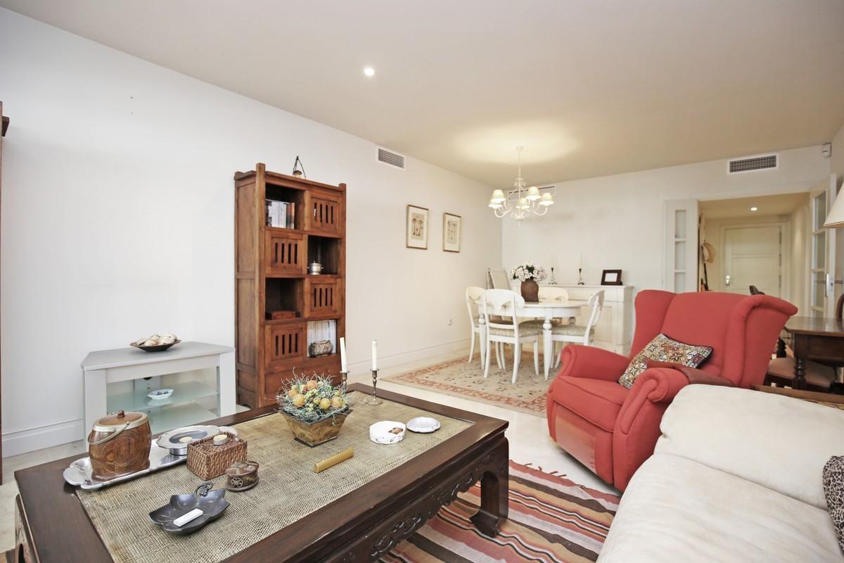Apartamento Planta Media en Venta en The Golden Mile – R3703742
