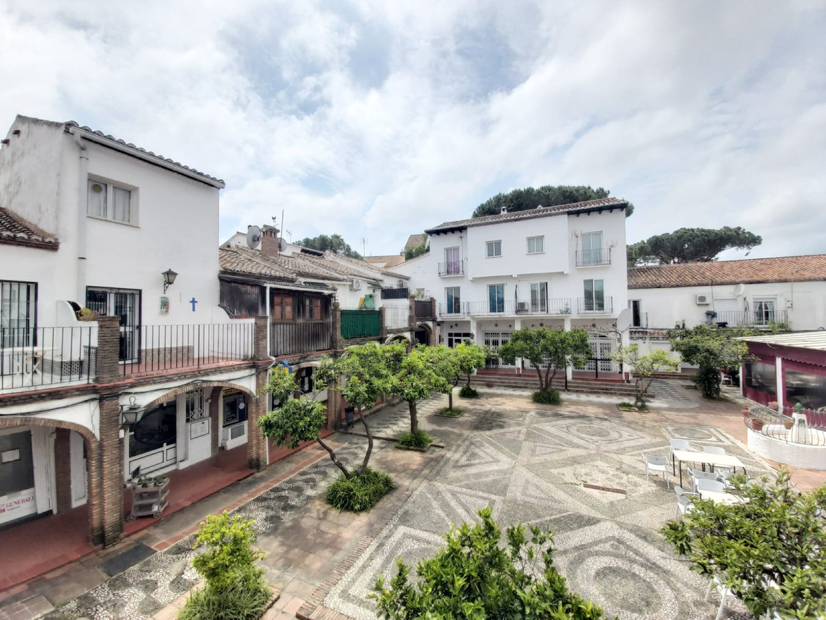 Beautiful completely renovated and very modern duplex studio, located in the Las Chapas - Marbesa ar,Spain