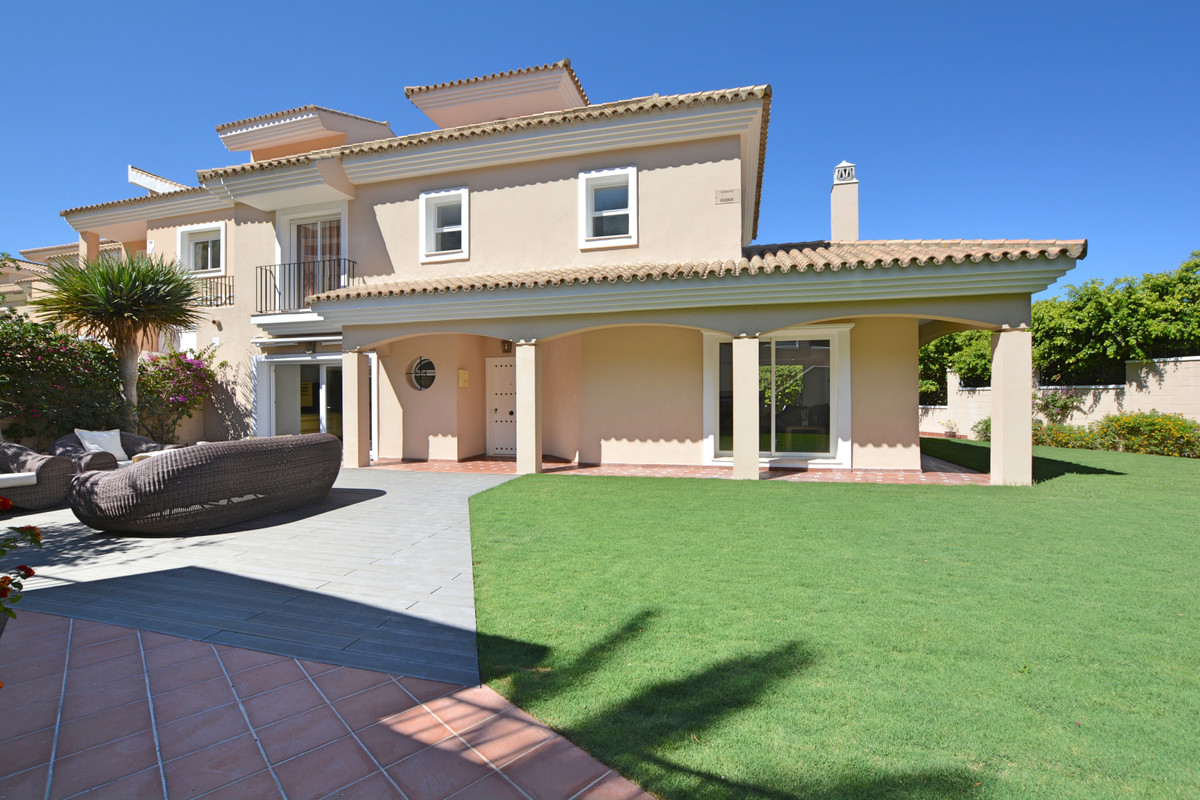 This 5 bedroom semidetached villa with 3 of them in suite with big private garden and private pool l, Spain