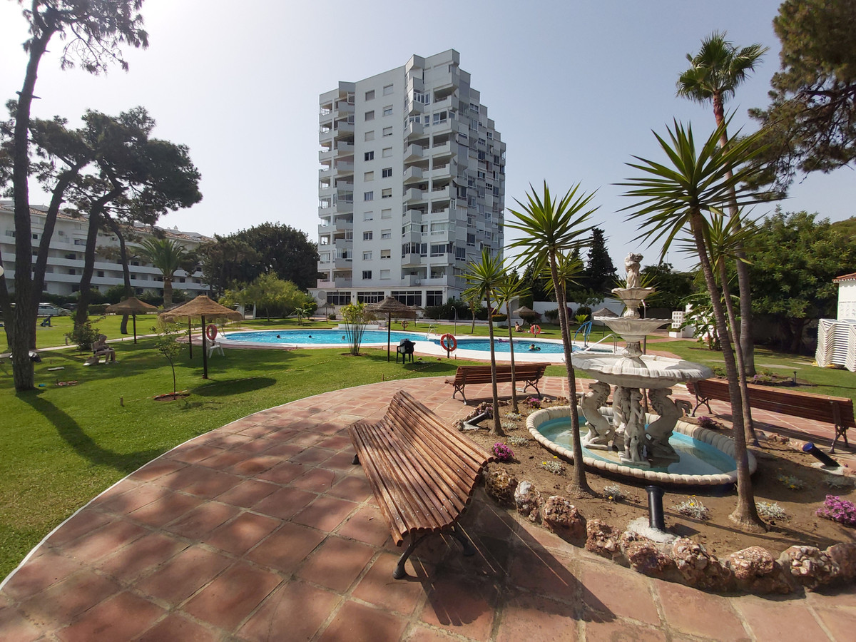 We sell magnificent renovated studio with integrated terrace in Algaida, complex on the first line o, Spain