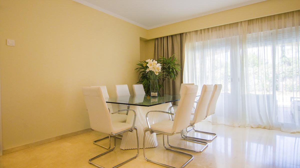 Villa en Venta en Elviria – R3644600