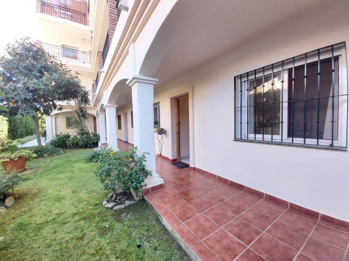 Nice ground floor apartment in a very quiet residential complex with only 44 neighbors. Located in C, Spain