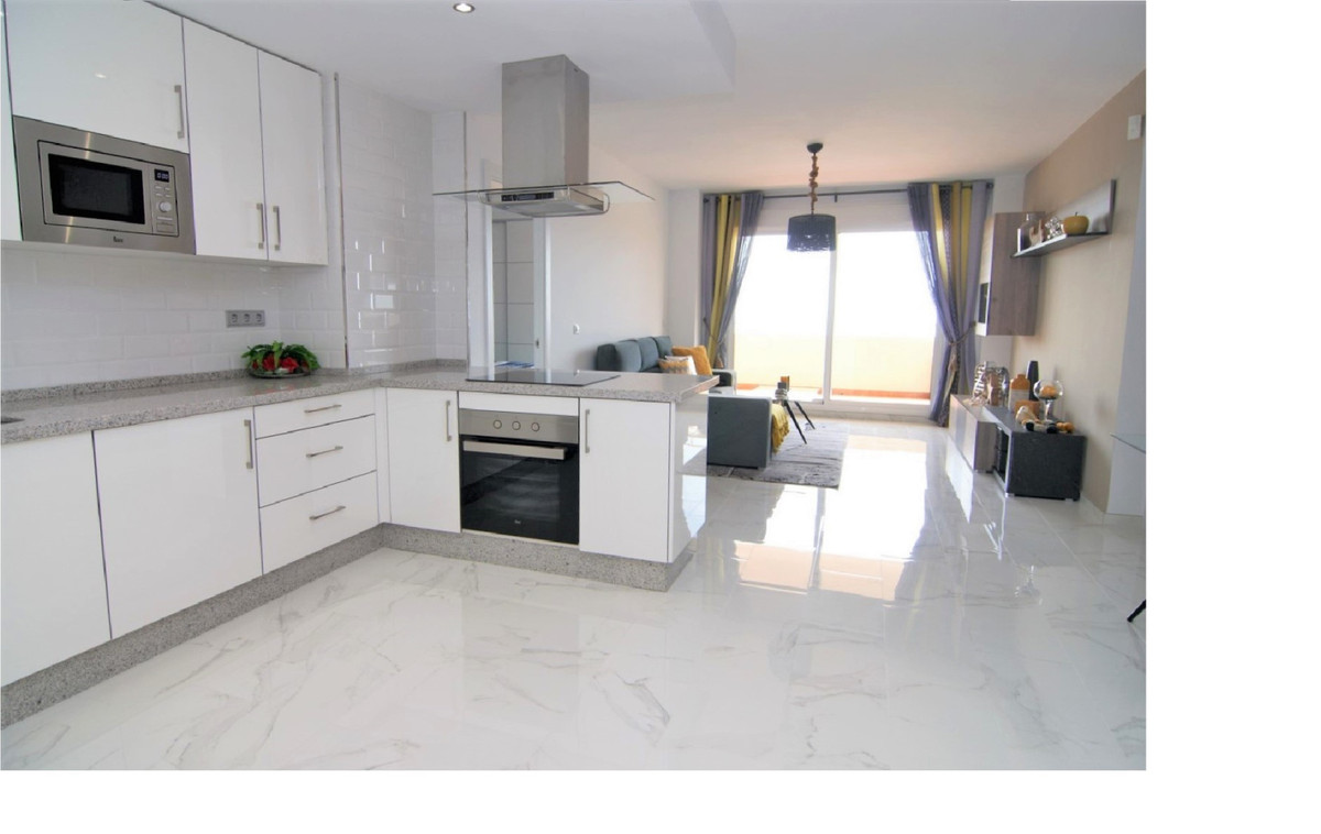 Middle Floor Apartment for sale in Calahonda R3364846