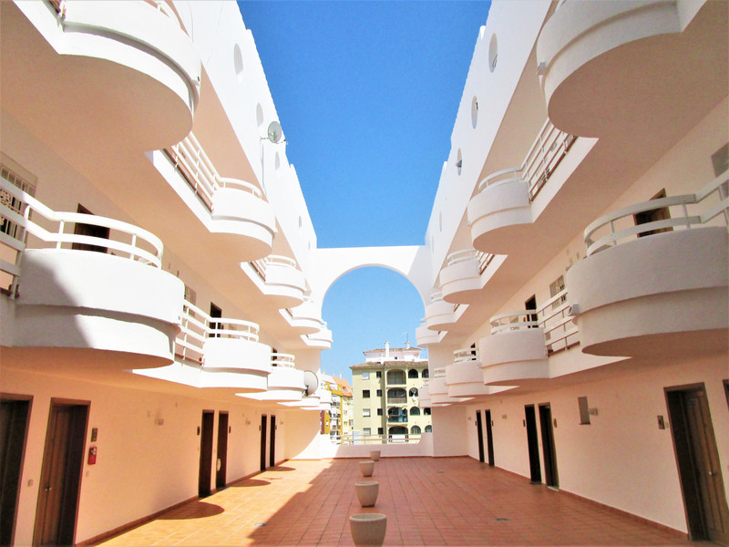 Middle Floor Apartment in San Luis de Sabinillas for sale